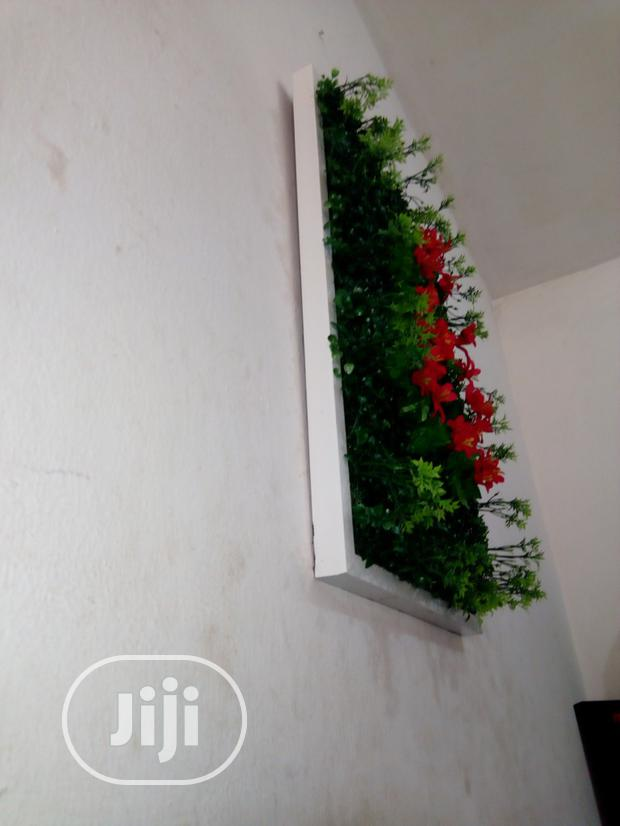 Decorate Your Labs With Decorative Wall Plant