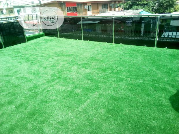 Synthetic Grass Design Covered On Top Roof Balcony Surface